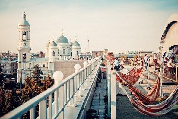 Кафе на крышах под открытым небом Петербурга
