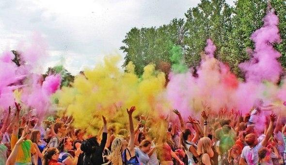 Фестиваль красок Холи в Санкт-Петербурге