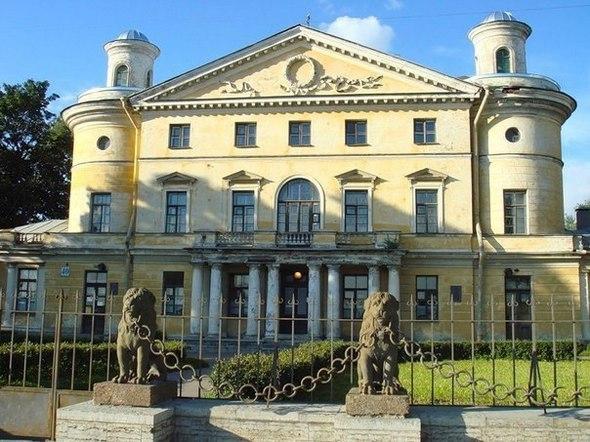Семь сказочных мест Петербурга и окрестностей