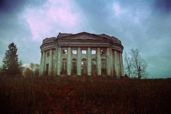 Прогулка по разрушенным церквям и храмам Ленобласти