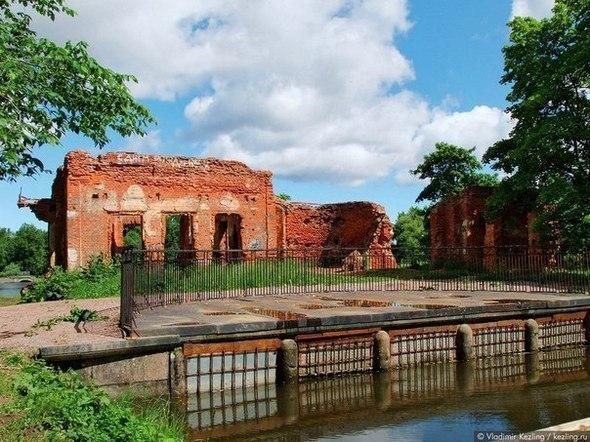 Заброшенный парк в Петергофе