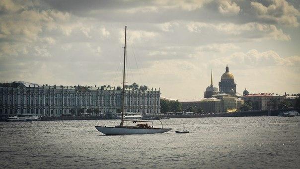 Осенняя романтика. Прогулка на классической яхте в эти выходные.