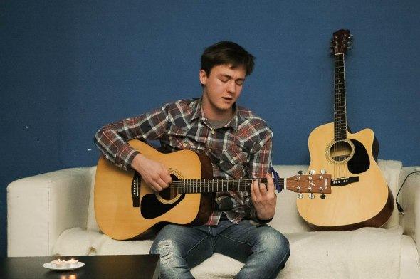 Вечер песен под гитару в Cвободном пространстве Типичный Питер...