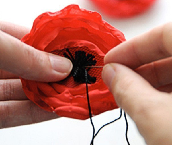 Мастер-класс по выполнению модного аксессуара: цветов из ткани!...