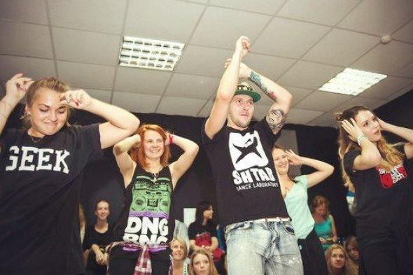 Обучение современным танцам с нуля! Школа танцев ШТАБ.