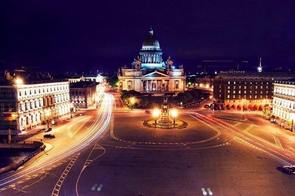 Как провести ночь в Петербурге?