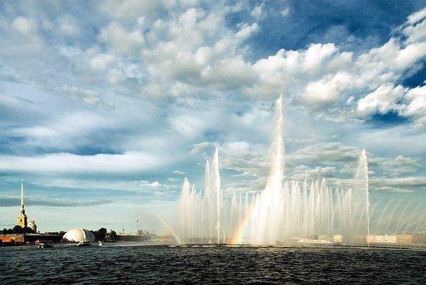 Плавучие фонтаны вернутся в Петербург