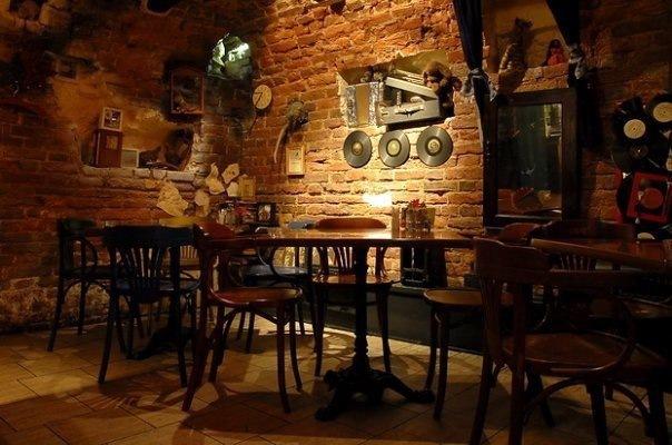 Необычные бары и арт-кафе в Петербурге