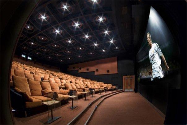 Шесть кинотеатров с мягкими диванчиками