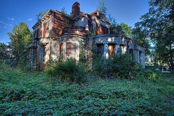 5 заброшенных домов с привидениями Петербурга