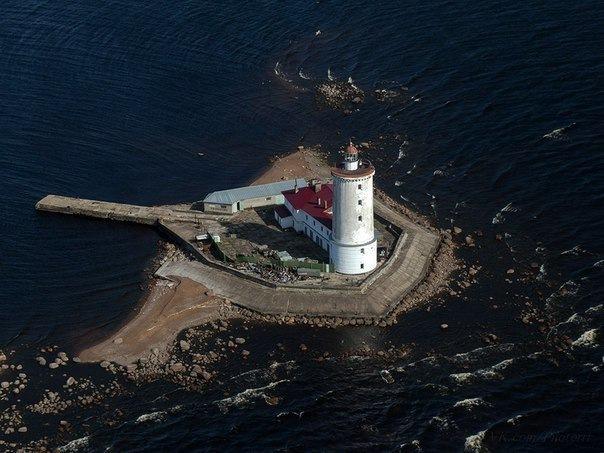 В окрестностях Петербурга и Ленинградской области можно найти несколько впечатляющих маяков с по-настоящему богатой...