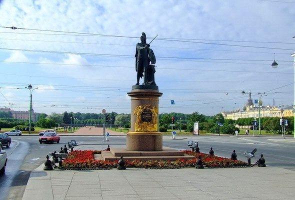 Памятники полководцам