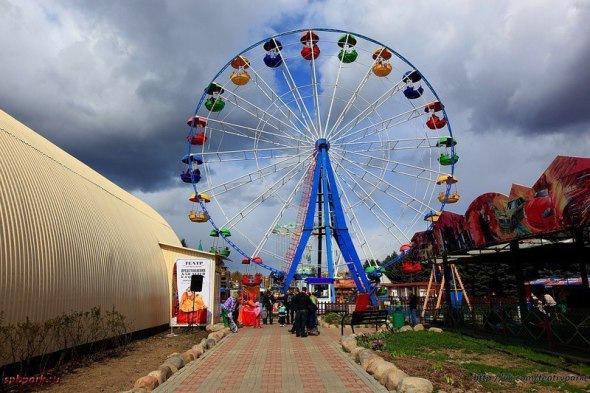 Топ-5 самых высоких колес обозрения города на Неве