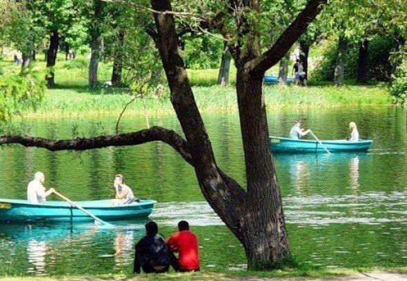 7 парков Петербурга, где можно покататься на лодке