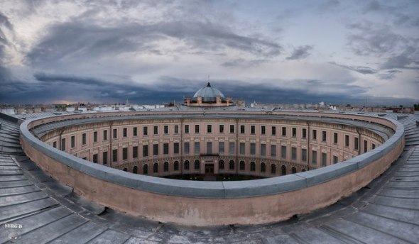 Здания и места необычной формы в Петербурге