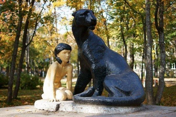 10 необычных памятников в окрестностях Петербурга