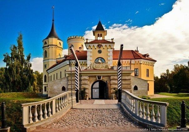 7 сказочных башен Петербурга и окрестностей