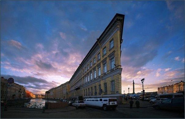 Топ-15 самых необычных домов и строений Петербурга