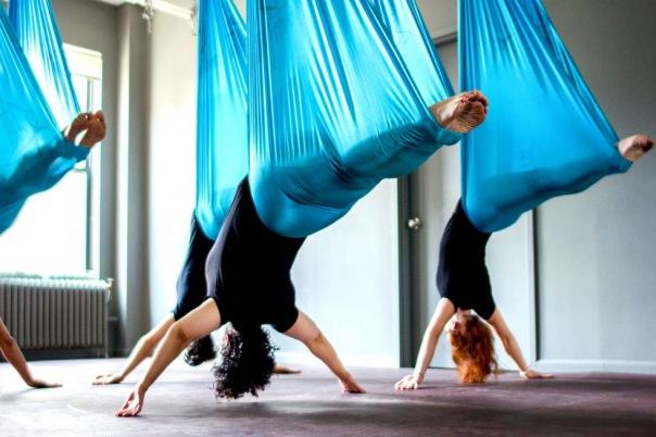 Здоровая осанка, благодаря йоге в гамаках