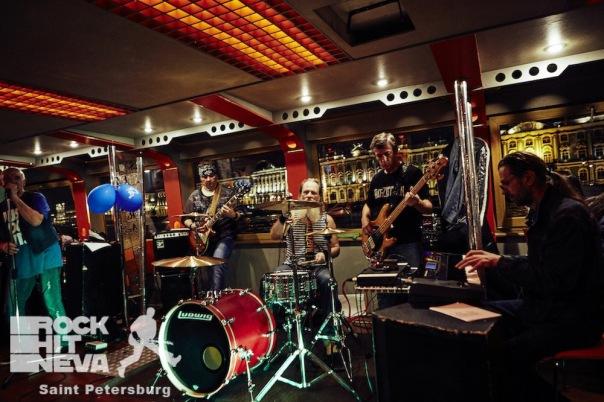 Led Zeppelin(tribute) - праздничный концерт и просмотр светового шоу у Авроры из салона теплохода.