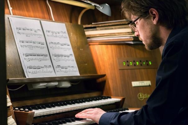 В субботу в самом центре Петербурга состоится необычный органно-фортепианный концерт - Бах vs. Бетховен