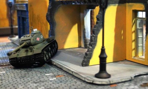 В Петербурге появился макет европейского города для радиоуправляемого танкового боя