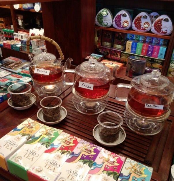 В Море чая угощают цейлонским чаем Сабро