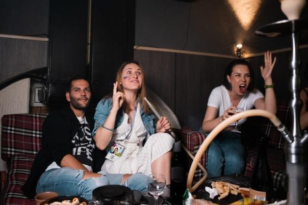 В центре Петербурга работает lounge-фан зона, где можно посмотреть матчи с чайно-кальянным безлимитом всего за 210