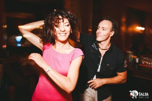 Порадуйте вторую половинку — в BE Salsa dance club скидки парам и партнёрам!