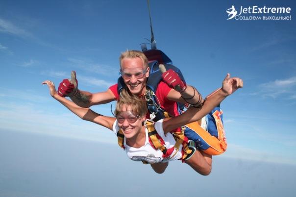 Прыжок с парашютом в тандеме в подарок