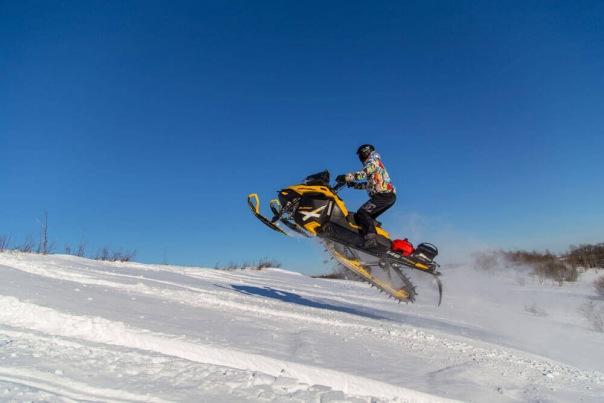 Сафари на снегоходах в Санкт-Петербурге