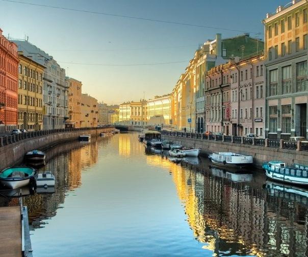 Как недорого съездить на майские праздники из Москвы в Питер и обратно