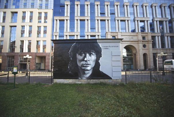 Гигантский портрет Цоя на улице Восстания вскоре закрасят