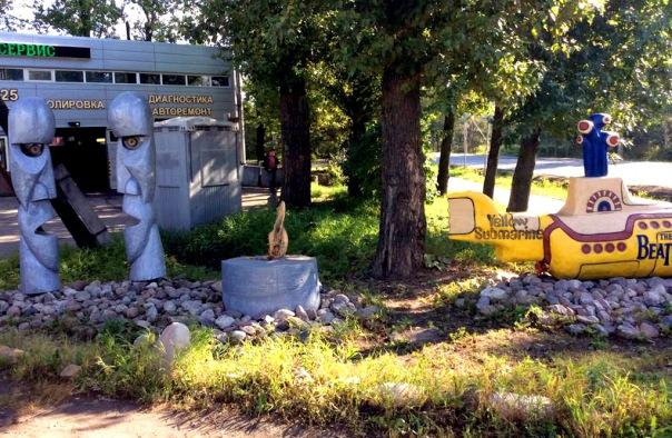 Вандалы уничтожили часть монумента «Рок-н-роллу» в Пушкине