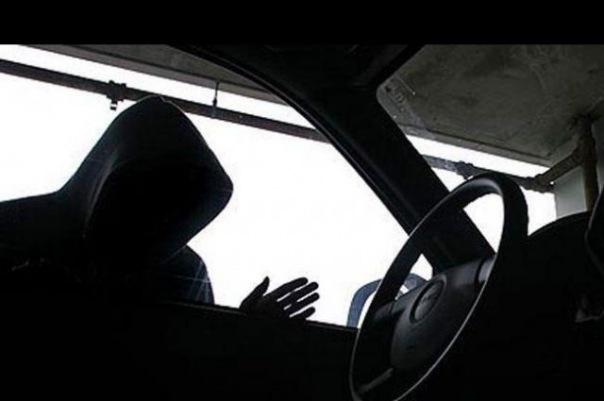 Злоумышленники угнали автомобиль ФСБ