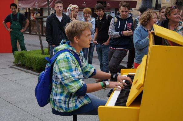 Желтое пианино появится в субботу на Малой Садовой