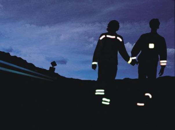 Пешеходов законодательно обяжут носить светоотражатели