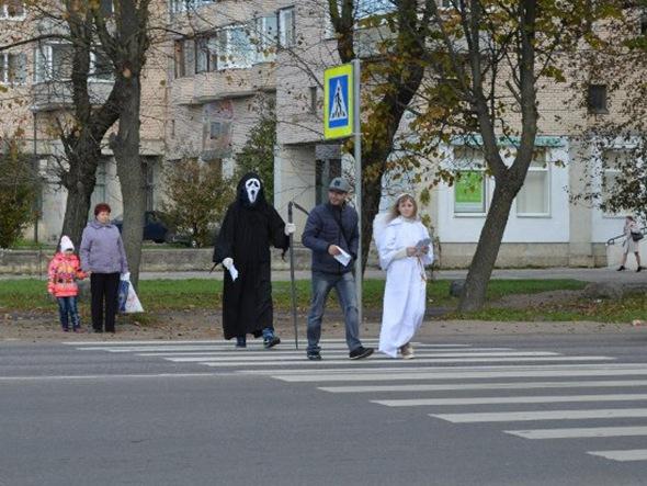 На дорогах Гатчины гуляли смерть с косой и ангел
