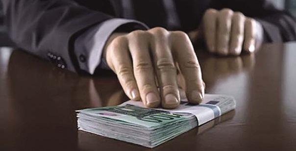 Муниципальный депутат попался при получении взятки в полмиллиона рублей