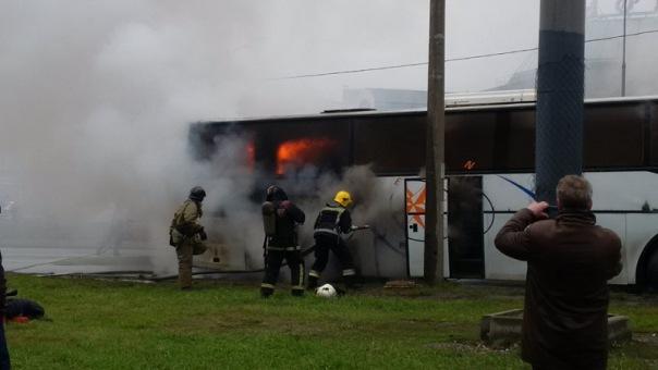 На Ленинском сгорел автобус, перевозивший детей