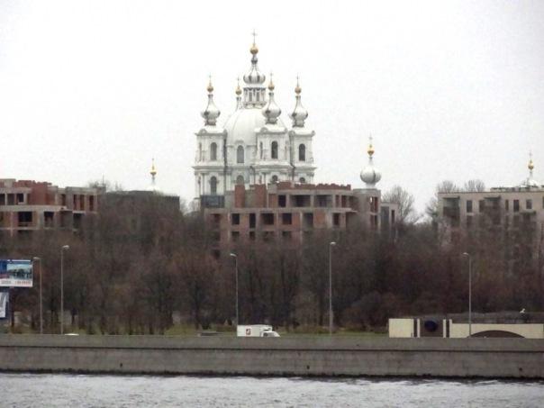 Новый ЖК прикрыл знаменитый вид на Смольный собор