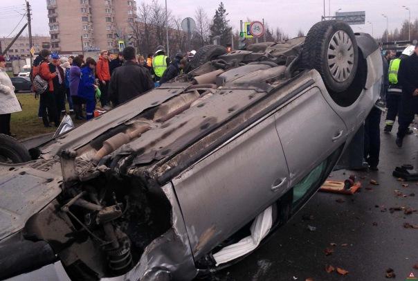 От удара второе авто вылетело