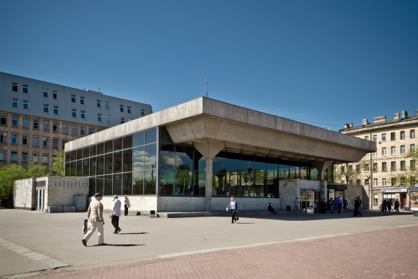 В 2015 году станцию метро Выборгская закроют на капремонт, а в 2016 Елизаровскую