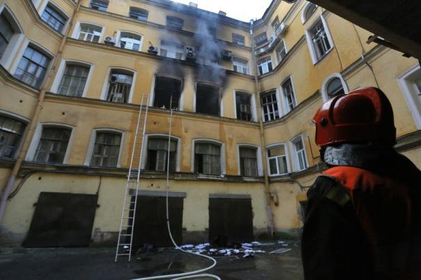 На Галерной горит офисное здание