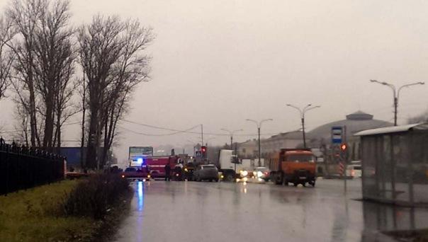 Подробности ДТП на М-10: перевернулась фура, пробка разрослась до семи километров