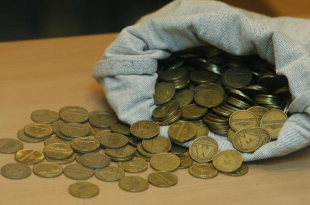 В петербургском метро ввели ограничение на продажу жетонов