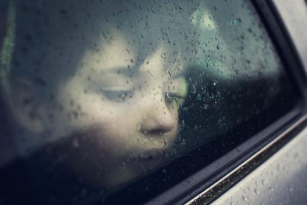 В Петербурге эвакуировали автомобиль, в котором были маленькие дети