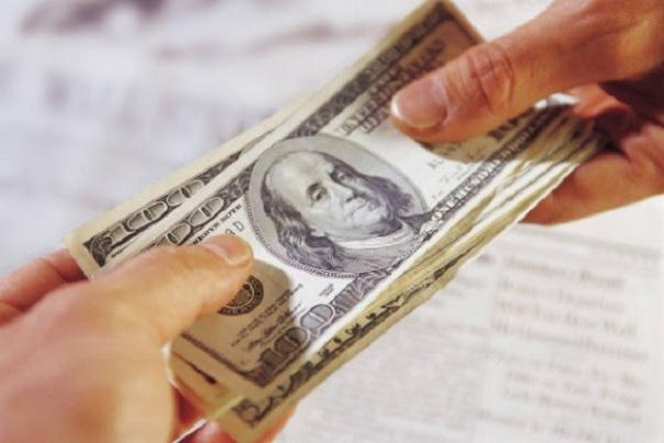 Российские банки массово приостанавливают обмен валюты