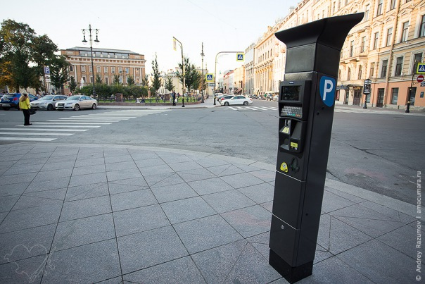 В центре Петербурга изменили движение и ставят паркоматы