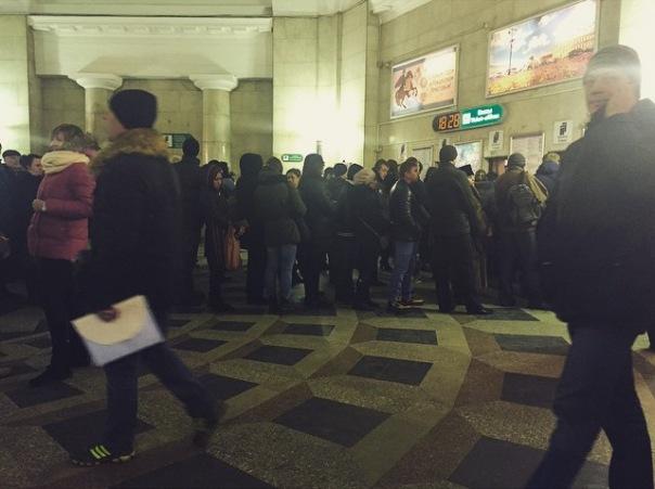 Петербуржцы стоят в очередях